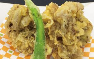 秋が旬のキノコ類。その中でも舞茸を天ぷらでご賞味ください。